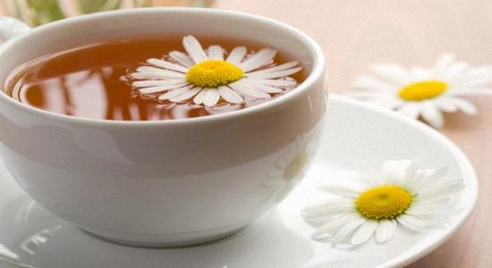 Вам поможет ромашковый чай, обладающий противовоспалительным действием