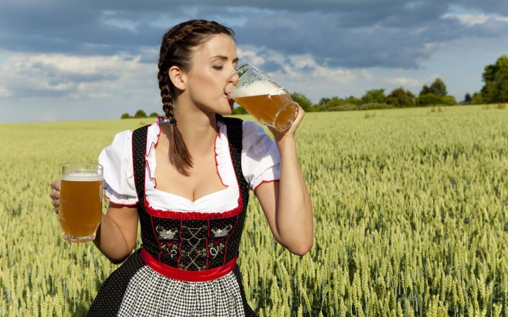 girl-dink-beer